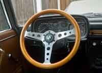 Momo Super Indy Steering Wheel