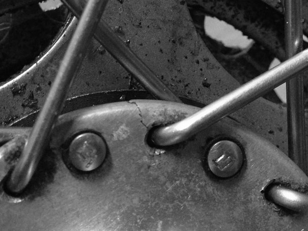 Cracked Campagnolo Record Hub with hairline crack